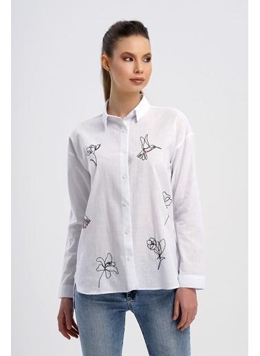 Nismia Karalama Nakış Işlemeli Doğa Dostu Pamuklu Basic Gömlek Beyaz